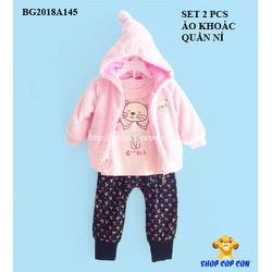 Bộ áo khoác lông màu hồng, quần nỉ bông