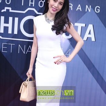 Đầm ôm body màu trắng tay con xinh như Thủy Tiên DOV1