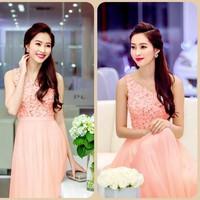 D562 Đầm hồng maxi ren lệch vai HH thu thảo