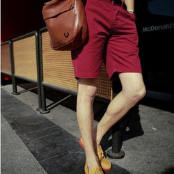 Quần kaki nam màu đỏ from body đẹp dành cho các chàng trai dạo phố