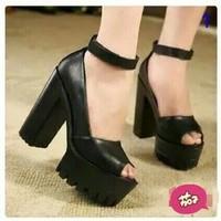 Giày cao gót quai choàng