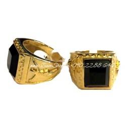 Nhẫn nam inox màu vàng cẩn đá đen viền hình chúa