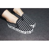 Giày slip on đế bánh mì sọc ngang VV24