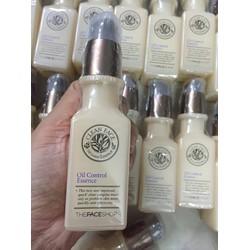 Tinh chất dưỡng da trị mụn Clean Face Oil-Free Control Essence