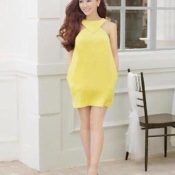 Đầm suông thiết kế cổ yếm sành điệu và thời trang DSV30