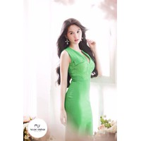 Đầm công sở phối ren thiết kế tuyệt đẹp của Ngọc Trinh