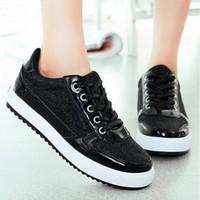 Giày thể thao ánh kim đen