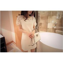Đầm suông trắng phối ren vai 2 túi