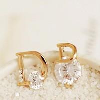 Khuyên tai Dior đính đá sang trọng