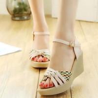 Giày sandal xuồng dây bính