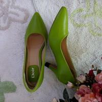 Giày cao gót Dior trơn cổ điển, sang trọng
