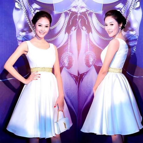 Đầm trắng xòe giống Á hậu linh chi D725