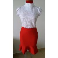 Áo kiểu ren trắng+ váy len đuôi cá