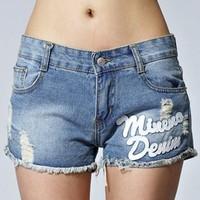 Thể hiện phong cách với quần short jean nữ năng động, cá tính