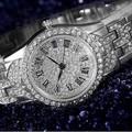 Đồng hồ thời trang nữ đính đá bạc kiêu sa cho phái đẹp