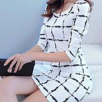 Đầm form suông họa tiết ô vuông cho nàng công sở