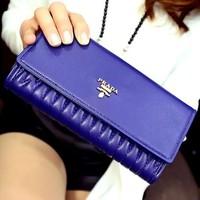 Sành điệu sanh trọng hơn với ví cầm tay Prada-512