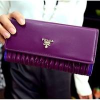 Sành điệu sanh trọng hơn với ví cầm tay Prada