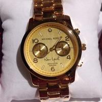 Đồng hồ thời trang nữ vàng ba mặt tròn