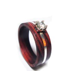 Nhẫn tròn gỗ cẩm lai cẩn bạc và đá topaz chấu vuông trắng