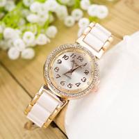 Đồng hồ thời trang mới