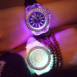 Đồng hồ nam phát sáng 7 màu