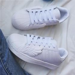 Giày thể thao đôi cánh