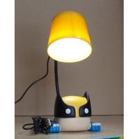 Đèn để bàn, chiếu sáng khi làm việc trên laptop