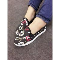 Giày slip on chữ cái ABC màu đen VV15647100