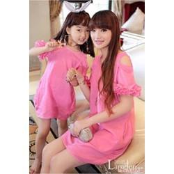 Combo 2 đầm hồng hở vai cho mẹ và bé