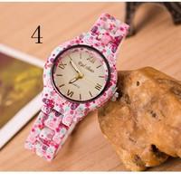 Đồng hồ nữ thời trang hoa văn sặc sỡ