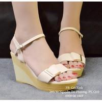 Giày sandal đế xuồng quai ngang đính khóa màu kem -GX264