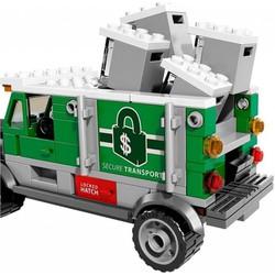 Lego Super Heroes 76015 - Doc Ock Cướp Xe Tải Chở Tiền