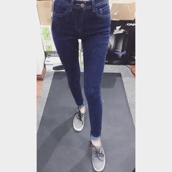 Quần jean Skinny Sneakpeek.Chất jeans dày dặn, co giãn.