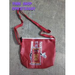 Túi xách đeo chéo nhỏ màu đỏ in hình đi chơi Tết ngộ nghĩnh