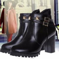 Giày boot trang trí đinh tán kim tự tháp BT228D - Doni86