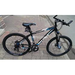 Xe đạp thể thao TRINX DISCOVER D600 ĐEN XANH DƯƠNG