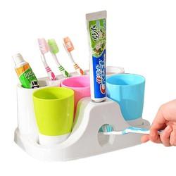 Bộ Kệ Bàn Chải Và Kem Đánh Răng  3 Cốc Súc Miệng