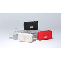 Túi Charles Keith Quilted Turn-Lock Clutch