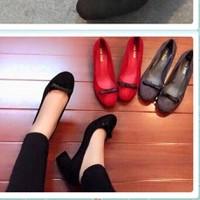 Giày gót vuông nơ đen nhỏ