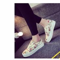 Giày vải đế bằng họa tiết hoa  GDNAGVITR173TQ