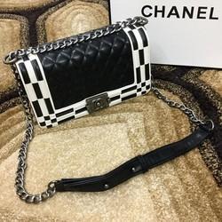 Túi xách Chanel Boy ô vuông chéo
