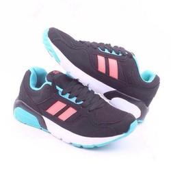Giày thể thao phối màu xinh xắn