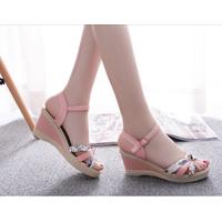 Giày đế xuồng - duyên dáng, nữ tính