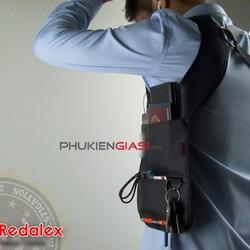 Túi đeo vai dạng khoác tiện dụng với ngăn đựng passport, điện thoại,..