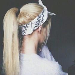 khăn bandana trắng cổ điển