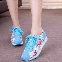 Giày thể thao nữ hoa văn xanh dây buộc cá tính TT212M - Doni86.com