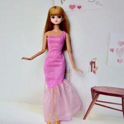 671c3d simg b5529c 250x250 maxb Búp Bê Barbie nguồn gốc tạo thành bằng cách nào?