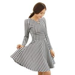 Đầm xòe họa tiết chéo đen trắng
