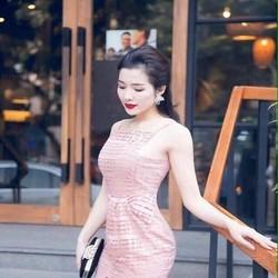 Đầm body dự tiệc cổ yếm ren cắt hoa và xẻ đùi xinh đẹp DOV693